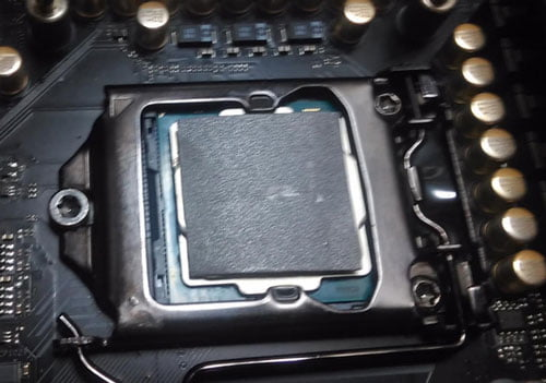 Applying Graphite Pad on CPU
